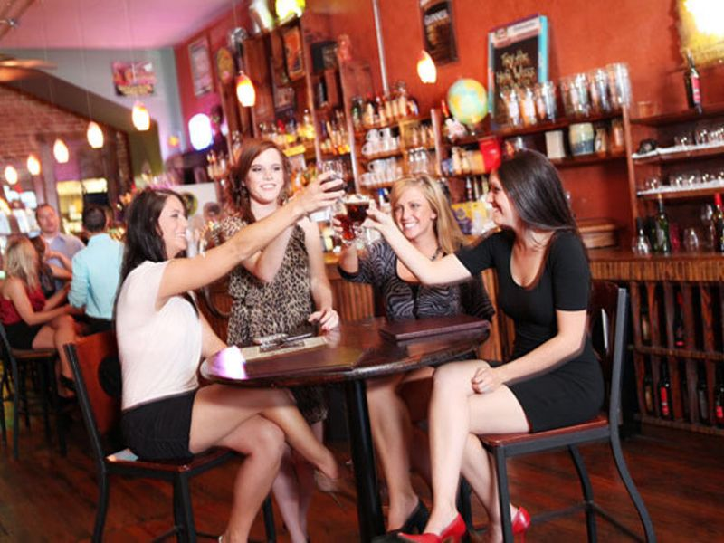 Restaurants, pubs, festivals, and local breweries add up to a lively nightlife in downtown Springfield